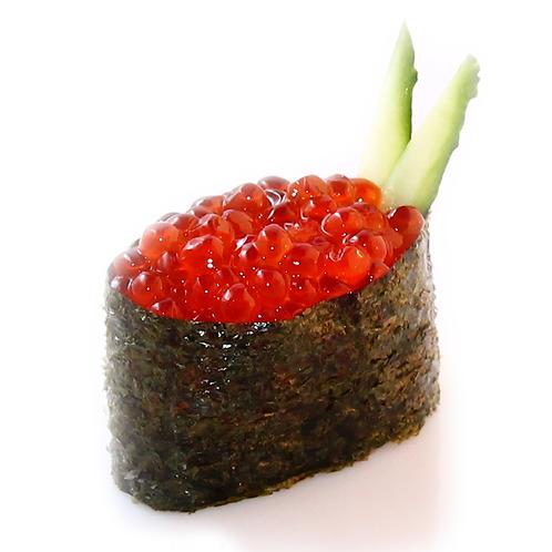 гункан с икрой лосося