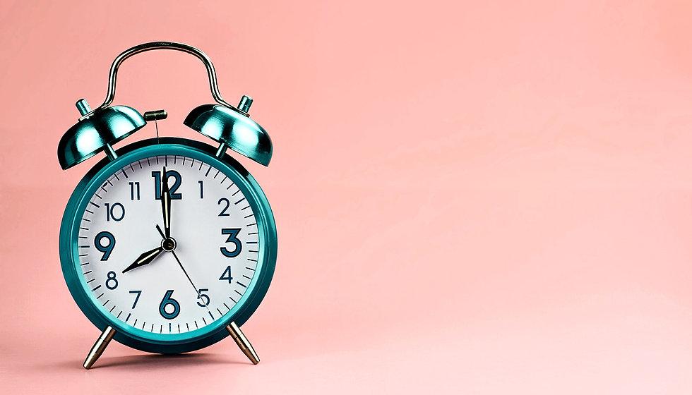 alarm-clock-pink-background2_1600.jpg