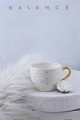 Espresso skodelica z zlatimi pikami