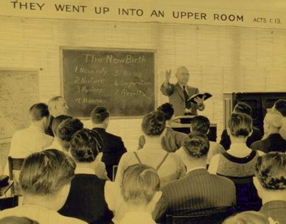 Entzminger teaching a class
