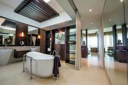 Palm Suite Bathroom