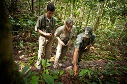 Cristalino Jungle Lodge - Ecotourists at trail - Samuel Melim