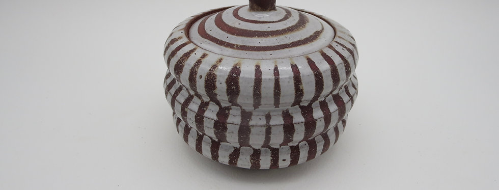 Covered pot #021