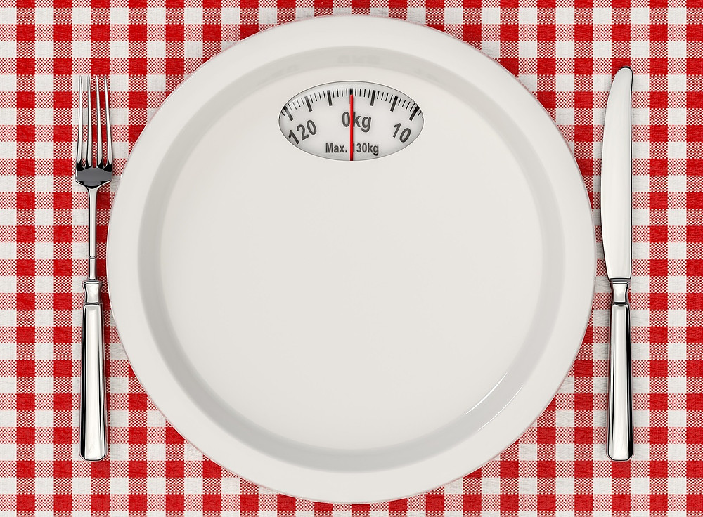 Scale in the shape of a plate on a checkered tablecloth