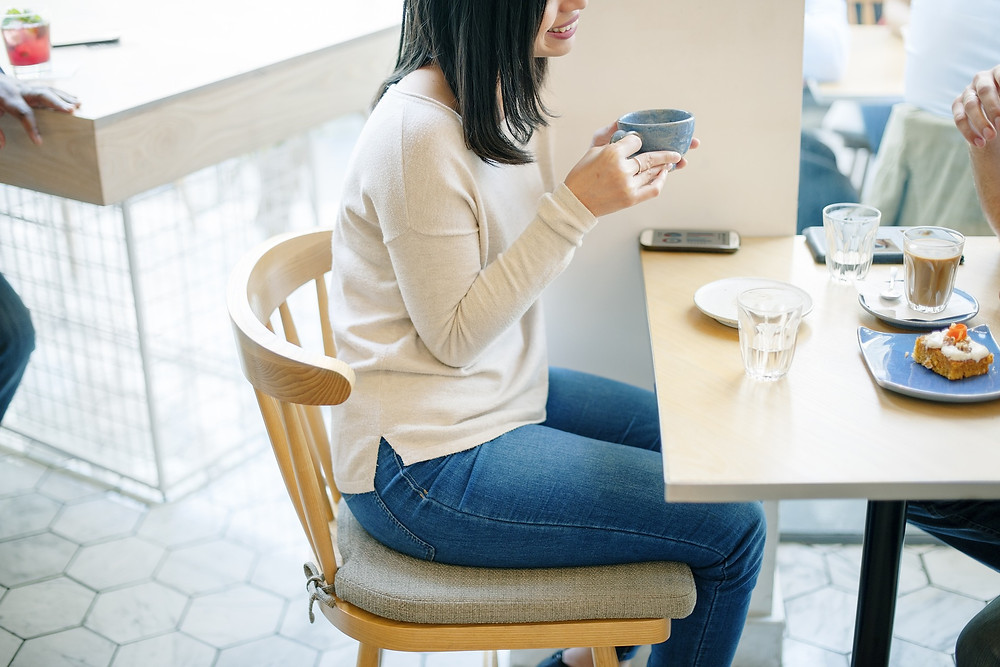young woman catching up with friend over coffee