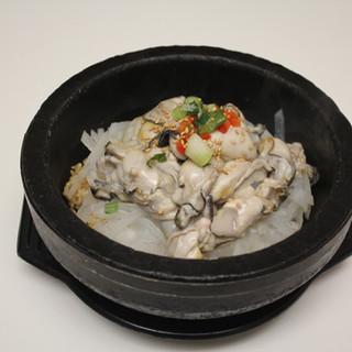 Oyster Stone Pot   돌솥 굴밥
