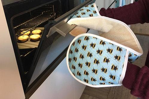 Splatter Bee Oven Gloves