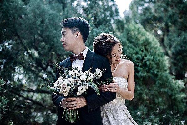 Singapore's top florist wedding bouquet bridal flowers menta roses and eucalytus pre wedding shoot