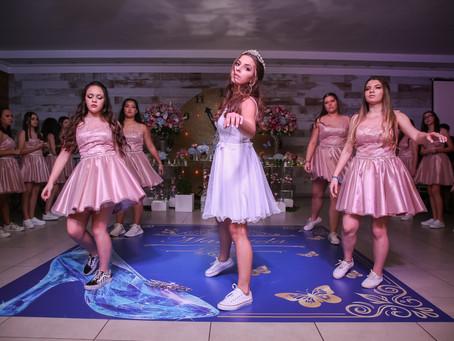 Transforme a sua dança de 15 anos em uma experiência inesquecível.