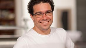 Premiado escritor Fernando Vilela faz conferência no Caminhos da Leitura em Itapoã