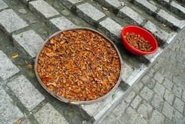 אוכל מונח לייבוש ברחוב
