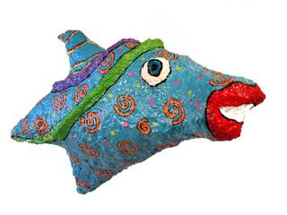 דג תלוי מעיסת נייר