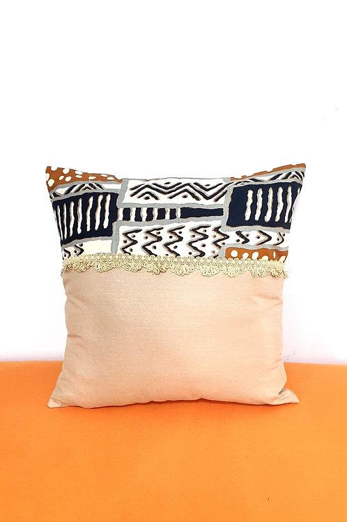Woodin Spilt Cushion (Cream)