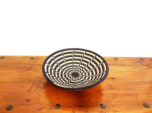 Rwandan Sisal Basket (Beige & Black) XL