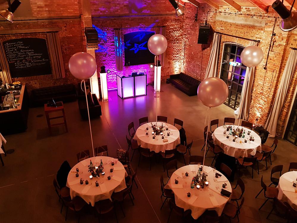 Hochzeit im Kaiserbad Leipzig / Saal von oben