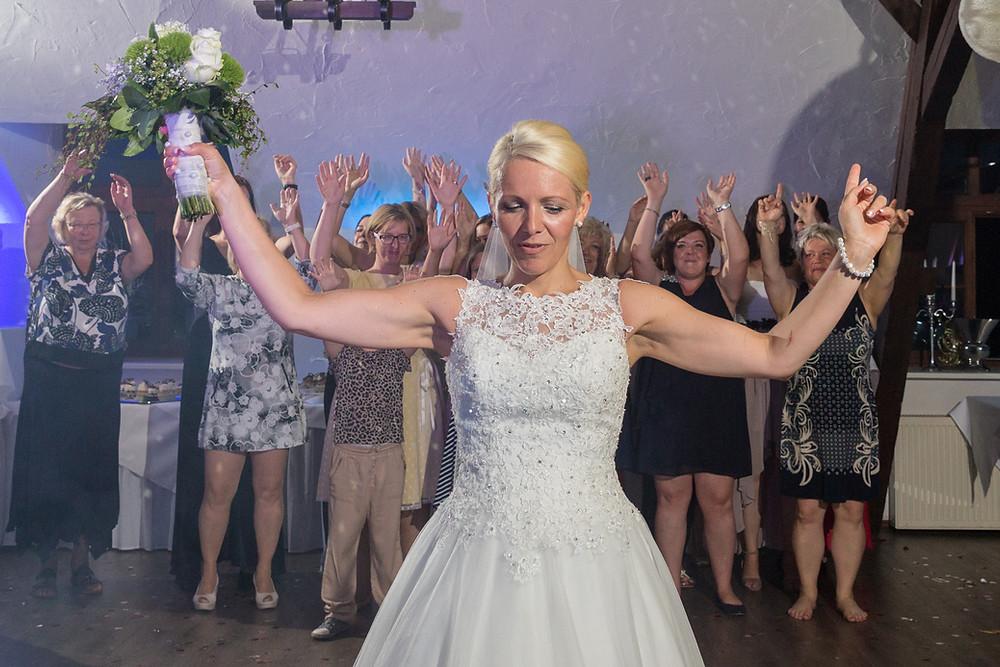 Brautstrauß werfen in Taucha