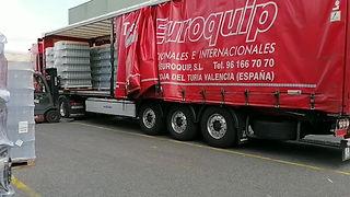 TranspoTransport marchandise sur palette en camion plateau baché permet un déchargement rapide avec une intervention latéral du déchargement.