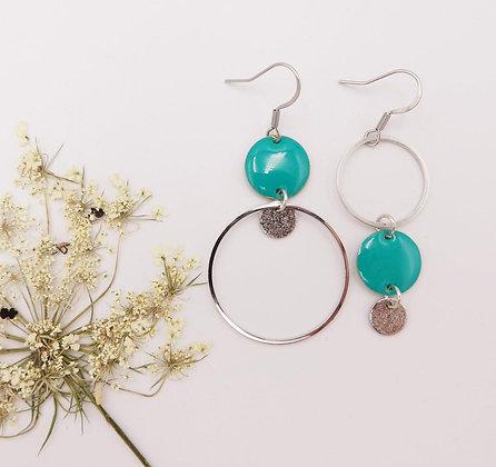 Boucles d'oreilles asymétriques argentées et turquoise