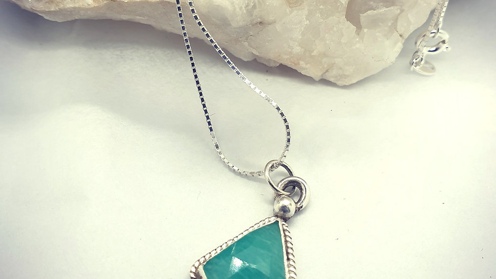 Fascination green pendant and chain