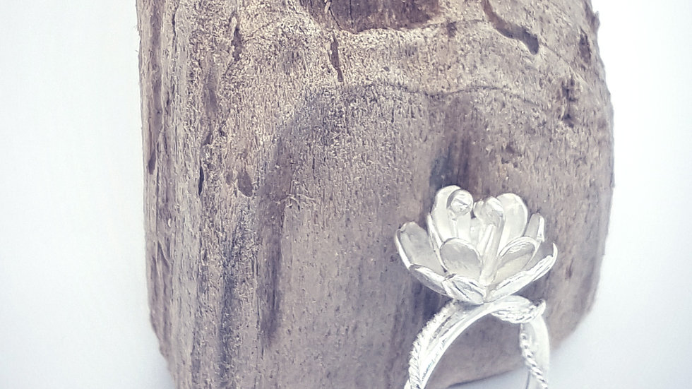 Wrapped up in love Floral ring