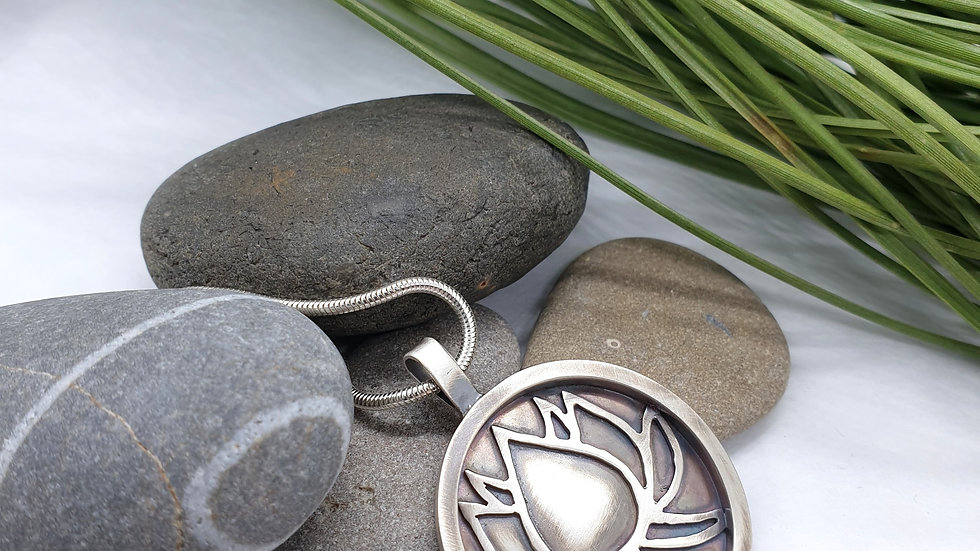 Lotus pendant and chain