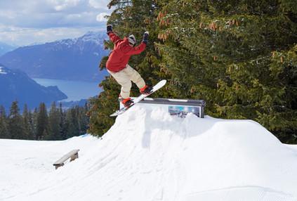 Den Park haben wir im Winter 2018/2019, 2019/2020 & 2020/2021 auf der Balisalp erbaut. Dieses Gelände eignet sich optimal für einen Snowboardpark.