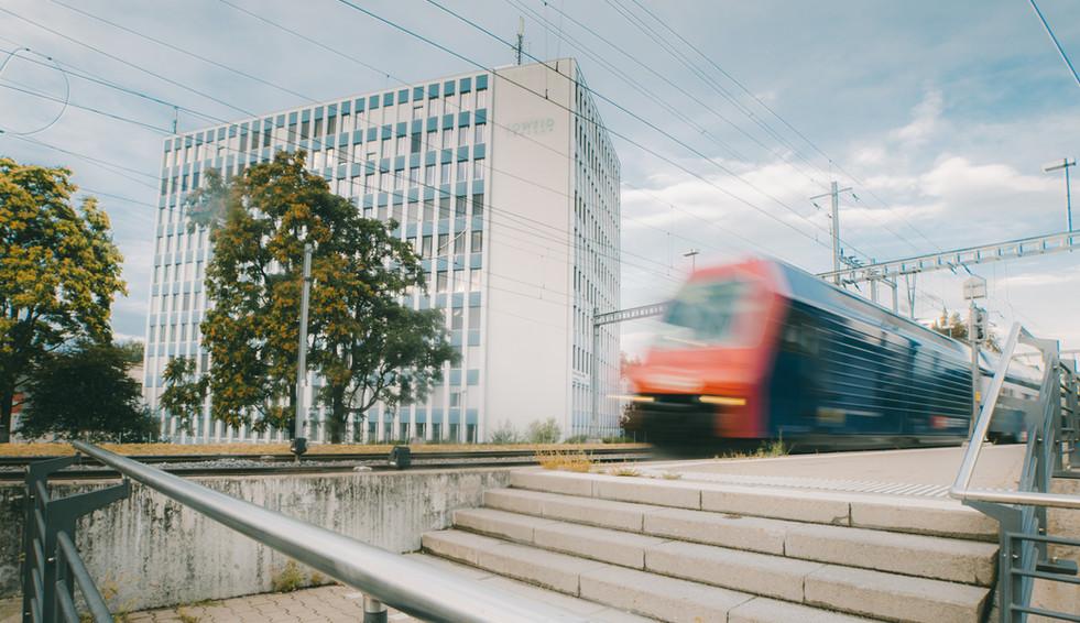 Co-Working ZämeBüro direkt am Bahnhof Rüti.jpg