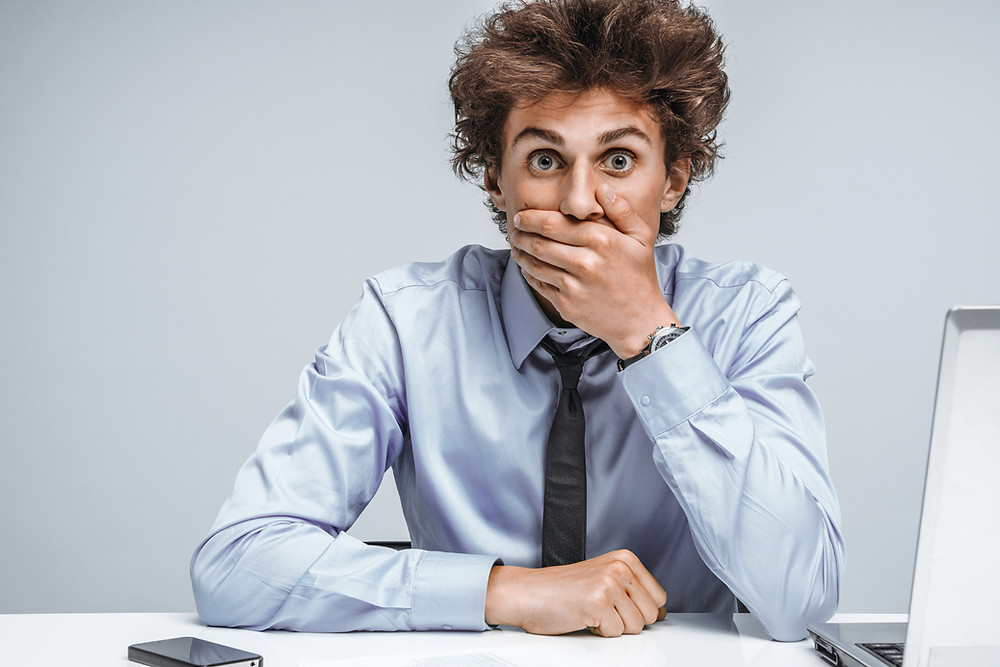 """En el lenguaje de hoy en día, dar tu opinión es dar tu """"manera de pensar"""". En otras palabras, asumir la parte más subjetiva de tus palabras. Por ende, tu opinión se basa más en un sentimiento, que en una realidad compartida y observada por todos. Y como tu opinión, la de TODOS quienes te la brindan. Hoy vamos a intentar, de una vez por todas, ayudarte a deshacerte de ese problema: La opinión de la gente negativa de tu vida. hectorrc.com, se el jefe, seeljefe.com"""