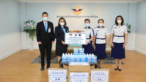 บริษัท ดีไลท์ พลัส จำกัดนำแอลกอฮอล์ฆ่าเชื้อ จำนวน 100แกลอนมอบให้แก่ สมาคมแม่บ้านกองบัญชาการกองทัพไทย