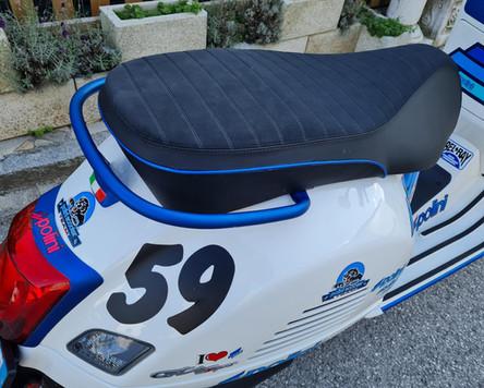 Vespa GTS 300 Super Sport Weiß Blau matt Polini Design Scooter Center Egger Mils (7).JPG