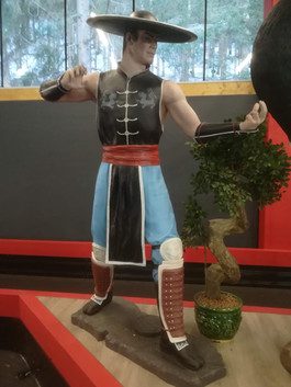 Mortal Kombat Life SIze Figur - Kung Lao