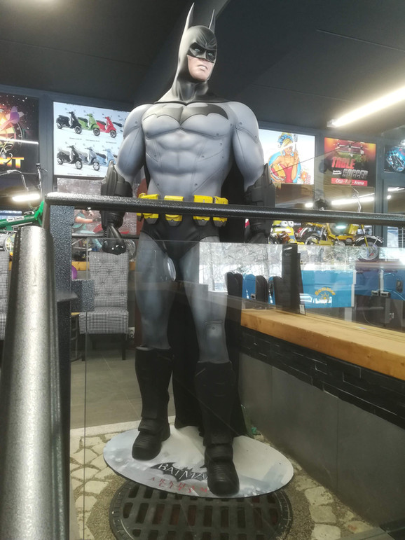 Batman Arkham  Figur Life Size - Muckle.