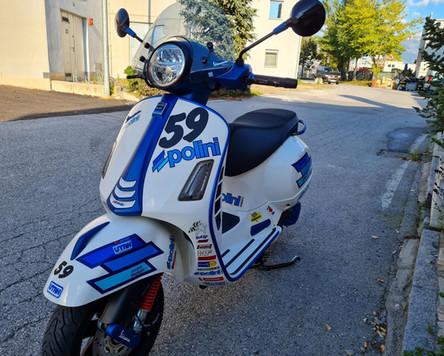 Vespa GTS 300 Super Sport Weiß Blau matt Polini Design Scooter Center Egger Mils (3).JPG