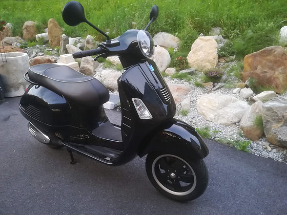 "Vespa GTS 300 ""Full Black Edition"""