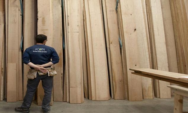 choosing reclaimed wood planks to replace damaged original woood planks