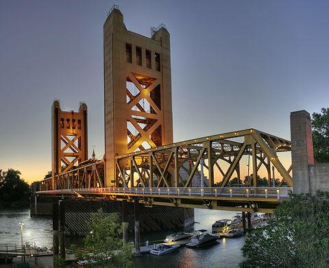 bridge-67773_1920 (1).jpg