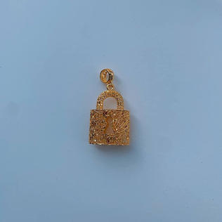916 Gold Padlock Pendant (sold out)