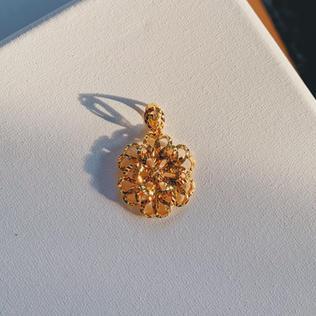916 Gold Flower Pendant
