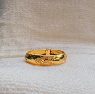 916 Gold Flower Bangle