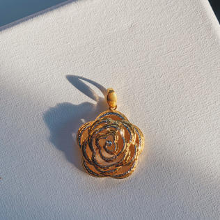 916 Gold Rose Pendant