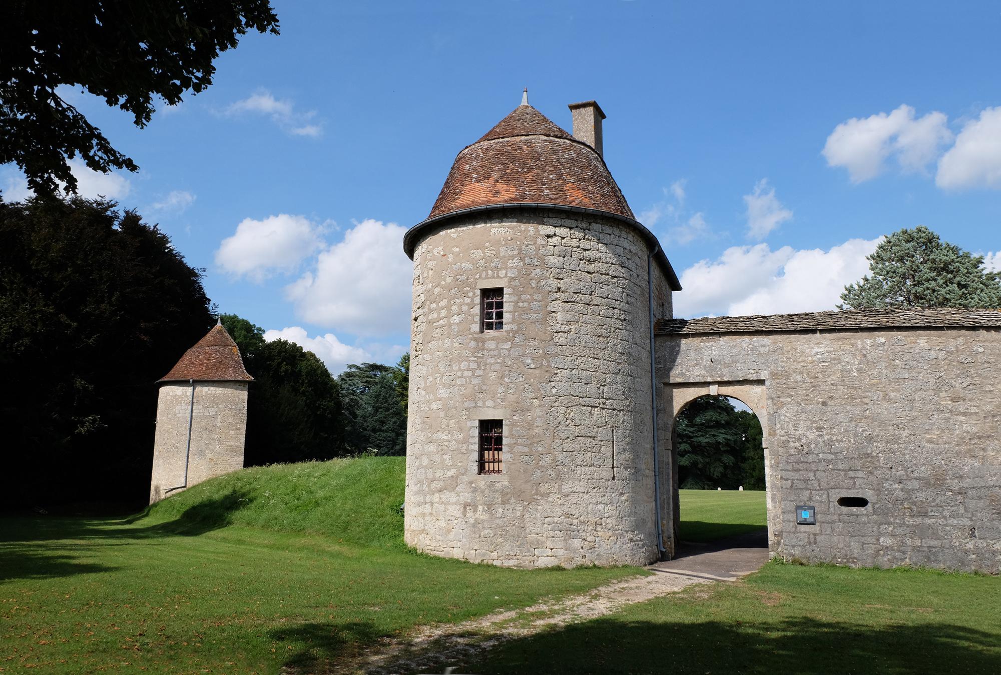 Une des portes du Château