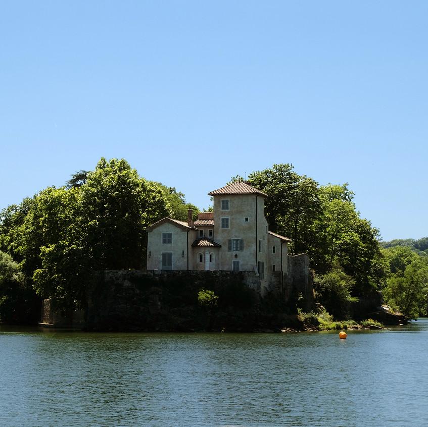 Une propriété à la proue de l'Ile Barbe