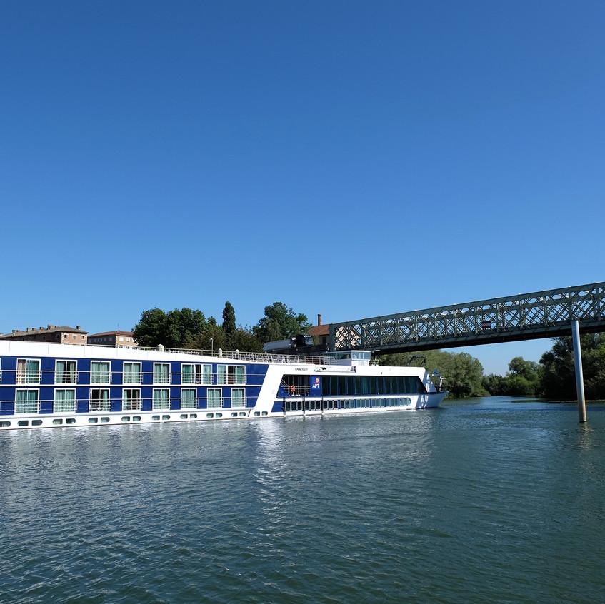 Type de navire à passagers, fréquent sur la Saône