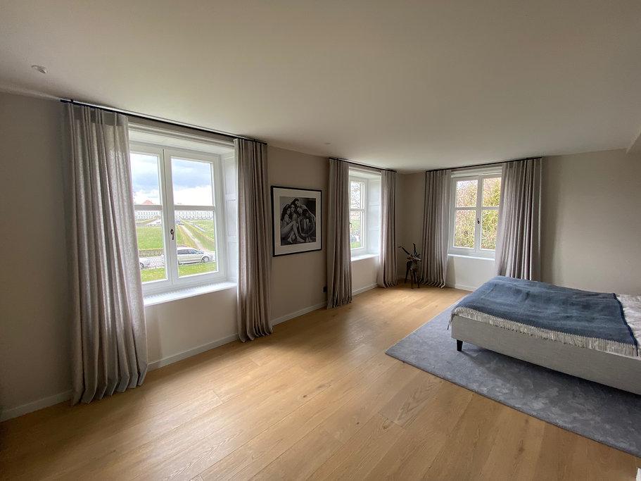 Schlafzimmer mit Interstil Stangen & Vor