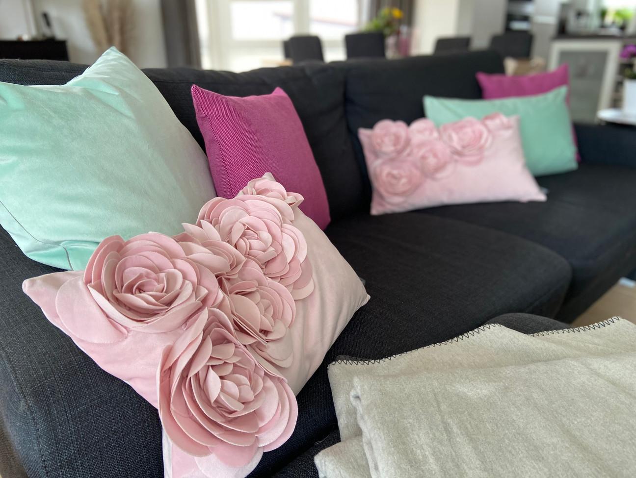 Kissen in verschiedenen Formen & Farben für In- sowie Outdoor