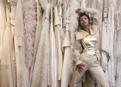 Abito da sposa con pantalone e corsetto in oro