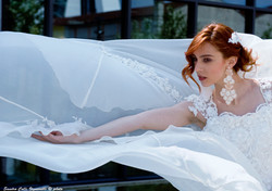 Particolare della spallina dell'abito da sposa in organza