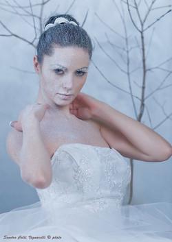 particolare del corsetto in pizzo da sposa