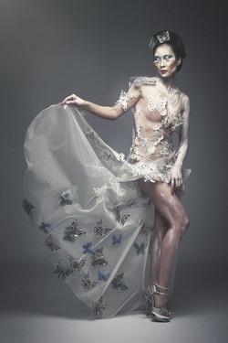 Corsetto di abito in tulle e farfalle per un effetto da teatro