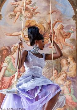 Particolare del corsetto color glicine dell'abito stile impero.
